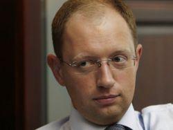 Киев не будет спешить с введением виз для граждан РФ – Яценюк
