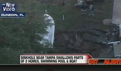 Часть дома, бассейн и катер провалились под землю во Флориде – обычное дело