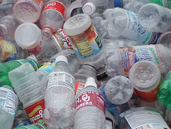 Ученые назвали опасным для здоровья употребление воды из пластиковых бутылок