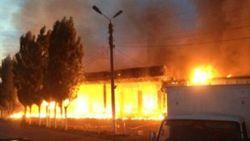 При тушении пожара на таможенном складе в столице Узбекистана погиб пожарный