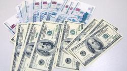 Консенсус-прогноз ВШЭ улучшил позиции рубля к доллару на ближайшие годы