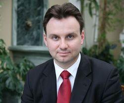 Кандидат в президенты хочет разместить в Польше военные базы НАТО