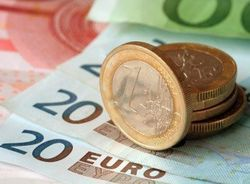 Курс евро замер в ожидании решения европейского Центробанка