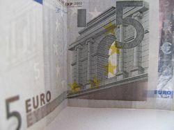 Курс доллара США растет к евро на фоне понижения прогноза роста экономики ФРГ
