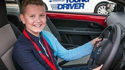 Когда нужно начинать учить ребенка водить автомобиль