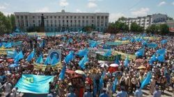 Над местами проживания крымских татар с утра барражируют военные вертолеты