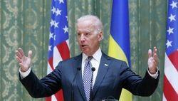 Джо Байден получил медаль и летит в Украину