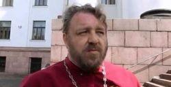 Батюшку УПЦ МП, взявшего в руки оружие, луганский суд арестовал на 2 месяца