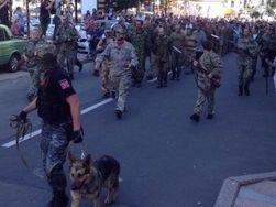 Террористы в Донецке провели по центру колонну пленных украинских военных