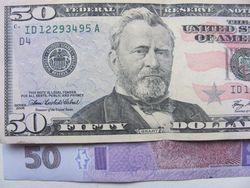 Курс гривны падает к доллару и евро