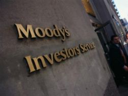 Moody's снизило рейтинг РФ до негативного