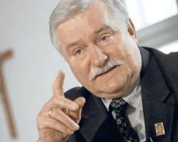 Валенса предложил судить Путина в Гааге