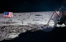 45 лет назад на Луну впервые ступила нога человека