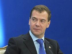 """Медведев признался, что на """"Единую Россию"""" давят со всех сторон"""