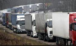 Грузовики с украинскими грузами застряли в России