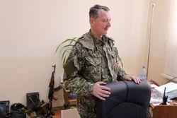Донецк заполонили боевики и сняли украинские флаги