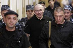 Просить амнистию Ходорковского заставили при помощи шантажа