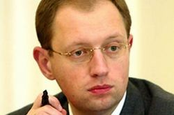 Яценюк предлагает дать право общинам самим давать статус официального языка