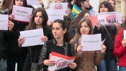 В Киеве проходит акция в поддержку телеканала ATR