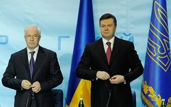 Украина платит Азарову и Януковичу пенсию, но на счета наложен арест