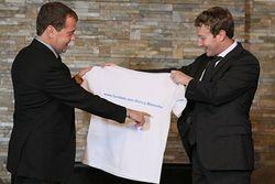 Что дарят российскому премьеру Дмитрию Медведеву