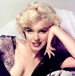 Мэрилин Монро одной из первых в шоу-бизнесе сделала пластические операции