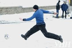 Активисты Евромайдана играют в футбол