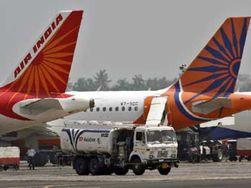 В столице Узбекистана аварийно сел самолет из Индии