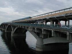В Киеве на выходные перекроют мост Метро для ремонта дорожного покрытия