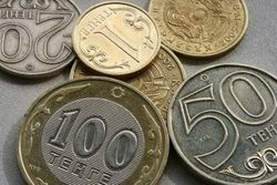 Курс тенге снижается к фунту стерлингов и швейцарскому франку