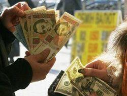 В Украине не хватает как наличных долларов, так и гривни