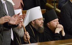 УПЦ МП пояснила, почему митрополит не встал во время речи Порошенко