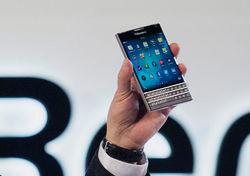 BlackBerry выходит из кризиса со смартфоном Passport
