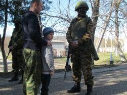 Крымских татар провоцируют памятником «зеленым человечкам» в Бахчисарае
