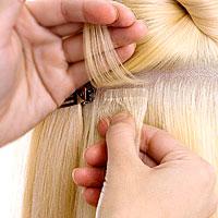 Женщина вернулась из парикмахерской с личинками в голове
