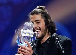 Сальвадор Собрал с призом Евровидения-2017