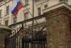 Лондон послабляет санкции против Москвы: половину дипломатов вернут