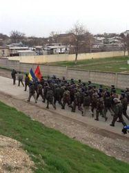 Видео безоружного марша солдат Украины на Бельбек стало хитом YouTube
