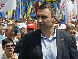 Виталий Кличко наращивает отрыв от Януковича по популярности у украинцев