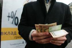 Украинцы снова понесли свои сбережения в банки, но на краткосрочные депозиты