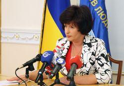 Использовать боевое оружие против демонстрантов противозаконно – Лутковская