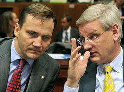 Бильдт и Сикорский предупреждали ЕС о планах Путина еще в 2013 году