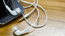 Петиция к Apple не трогать мини-джек в iPhone 7 собрала 200 тысяч подписей