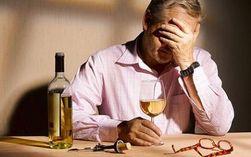 Ученые объяснили склонность трудоголиков к алкоголизму