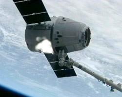 Космогрузовик Dragon превратят в пилотируемый корабль на семь астронавтов