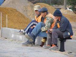 В Волгограде граждане Узбекистана на улице требуют свою зарплату