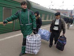 Уехать за границу готов каждый третий украинец
