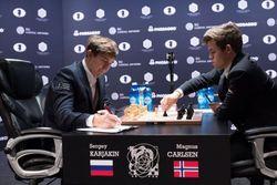 Карлсен обыграл Карякина в 10-й партии и сравнял счет в матче