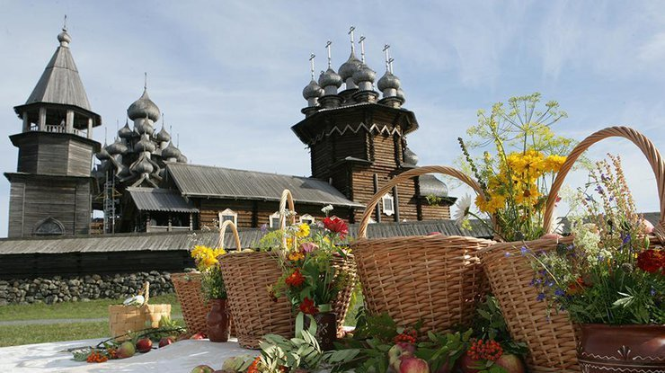 Освящение яблок пройдет 19августа в монастыре Адриана иНаталии наЯрославке