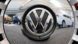 Лидер продаж авто Volkswagen стал меньше зарабатывать